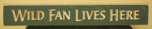 WS9136GR-Wild Fan Lives Here – 2′ Sign – Green