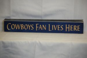 WS9147BLU-Cowboys Fan Lives Here – 2′ Sign – Blue